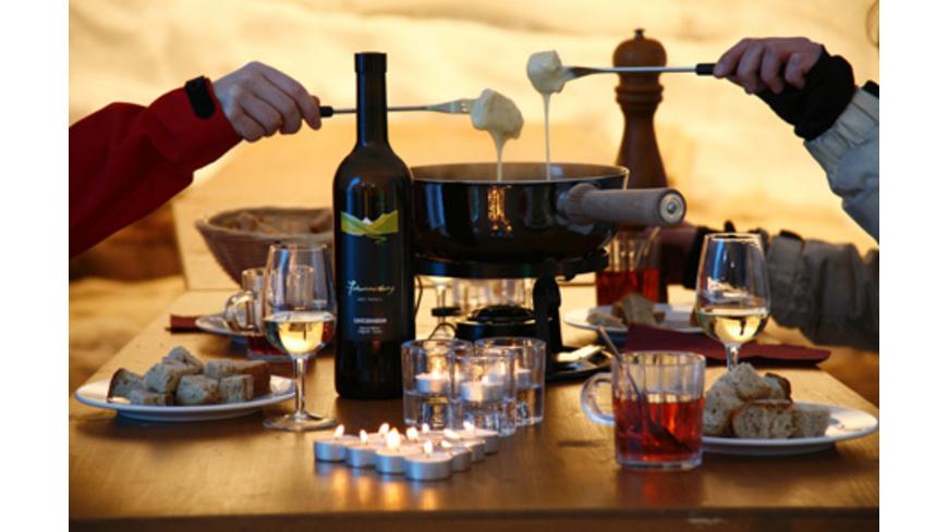 Iglu-Übernachtung mit Käse-Fondue
