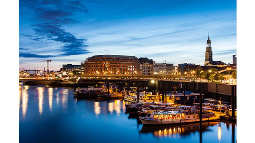 Erlebnistag: Candle Light Dinner & Hafenlichterfahrt in Hamburg für 2