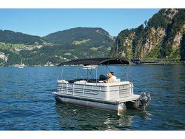 Morgenfahrt mit dem Boot auf dem Vierwaldstaettersee