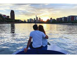 Erlebnistag: Motorbootfahrt & Candle Light Dinner in Frankfurt für 2